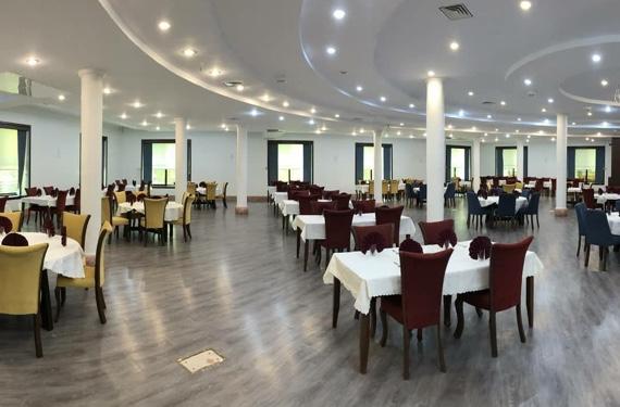 رستوران و سالن جلسات